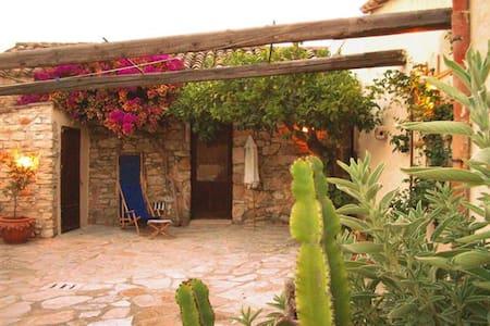 Affascinante casa in pietra - Buseto Palizzolo