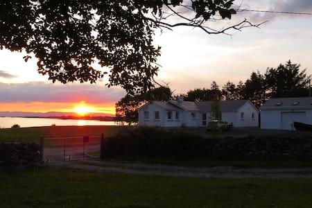 Lakeside  B&B Lough Corrib Galway - Galway - Szoba reggelivel