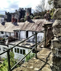 Unique Castle Views in Medieval Conwy Town