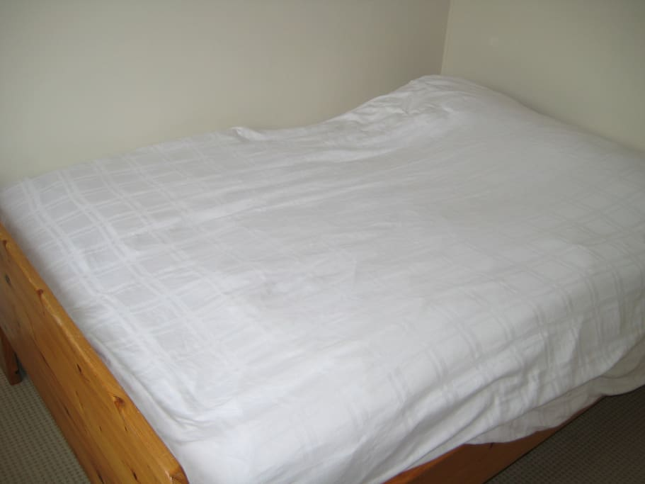 Clean double bed. With free Internet Wifi, TV, coffee, tea