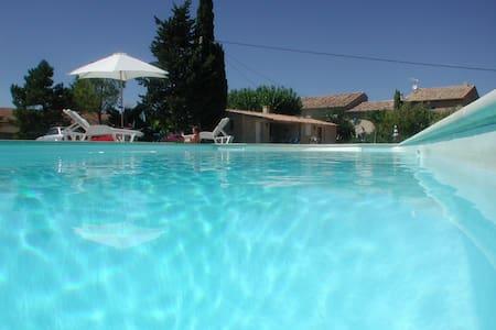 Mas provençal avec piscine  - Joucas
