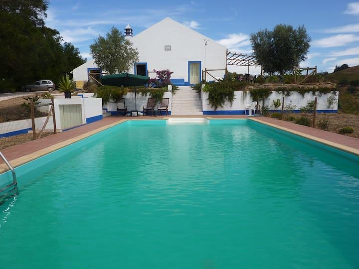 Villa 'Chaparral' Peace,quiet, Pool, easy to beach