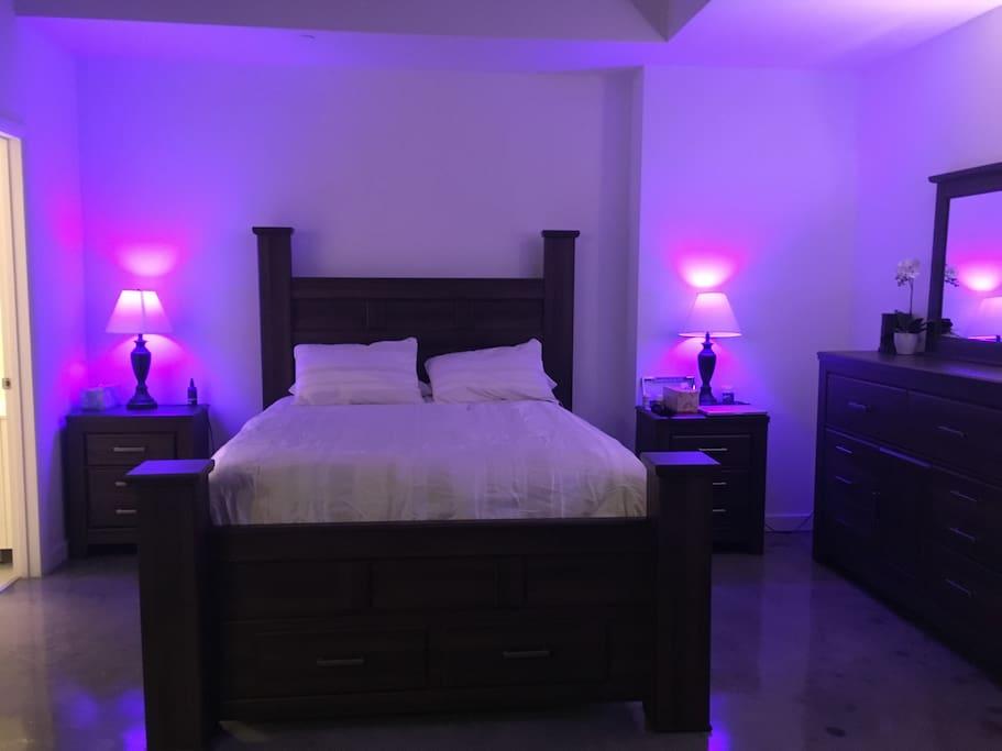 Queen bed in the bedroom area