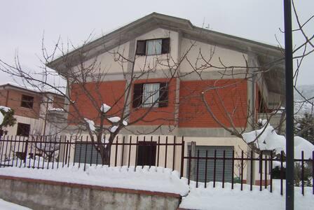 stanze a 1 o 2 letti,WiFi in villa - Pesche - Casa de camp