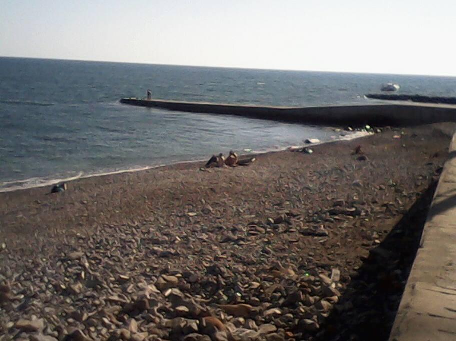 дикий пляж в 3 минутах от дома