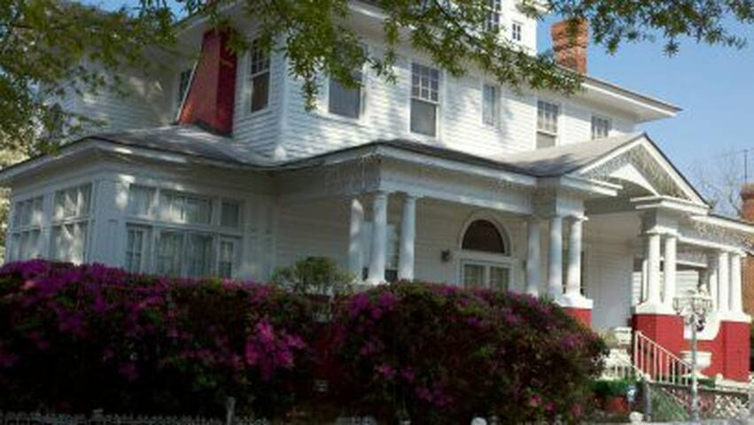 Historic Ambrias Garden Manor B&B