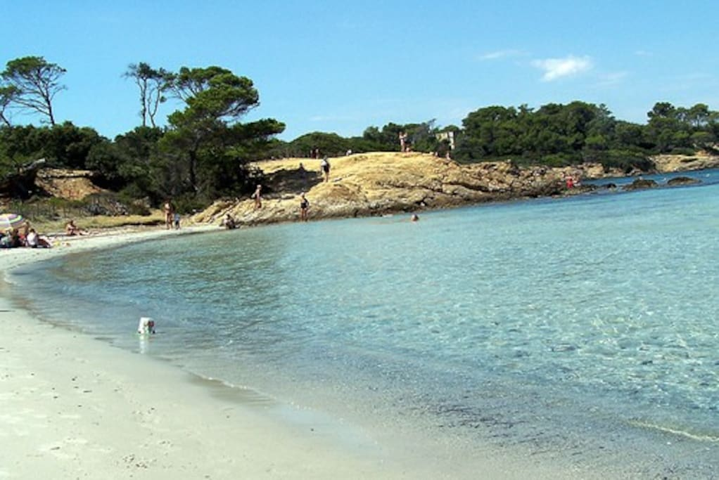 nombreuses activités nautiques en haute saison;duplex à 2 minutes de la plage de la badine. très bien pour les enfants, on a pied assez loin