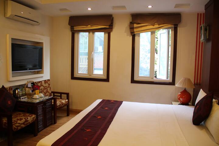 HN City view room with A/C, breakfast and bathroom - Hanoi