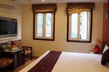 HN City view room with A/C, breakfast and bathroom - Hanoi - Bed & Breakfast