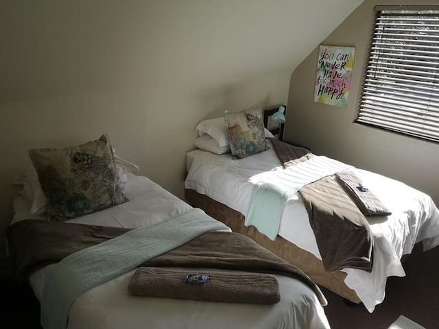 bedroom 3/ can be made up with one King size bed or 2 single beds.