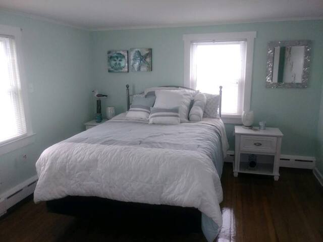 recently redecorated guest bedroom 1 ...