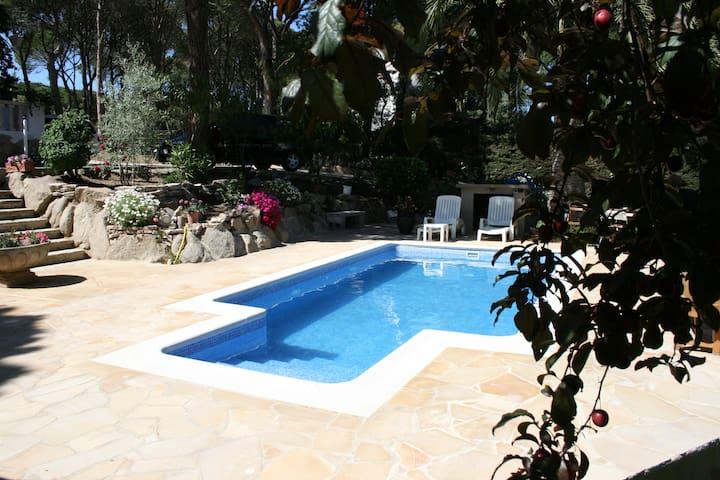 Bonita casa con piscina - Calonge - Huis