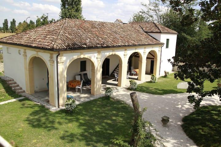 Charming Resort in a Historical  Villa - Platano