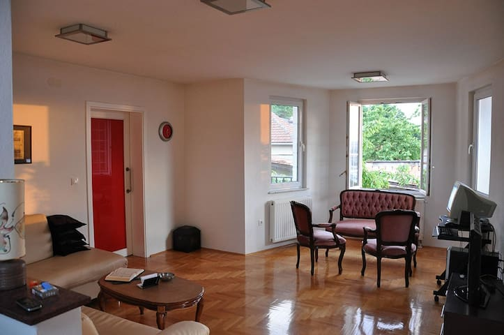Apartment with beautiful views + garage! - Sarajevo - House