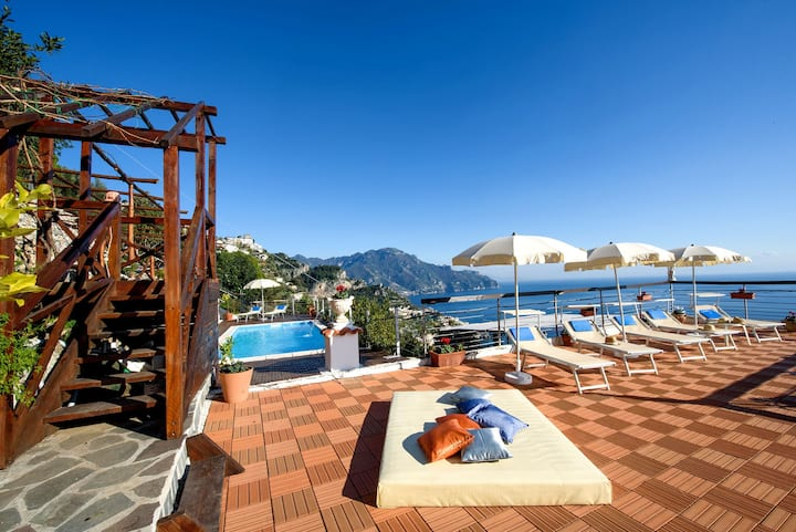 H.H. Le Palme luxury villa with pool and sea view