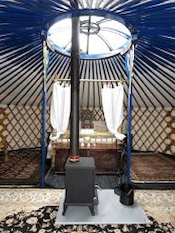 Honeymoon yurt with 4 poster bed forest & sea view - Lysos - Jurta