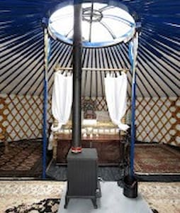 Honeymoon yurt with 4 poster bed forest & sea view - Lysos - Yurt
