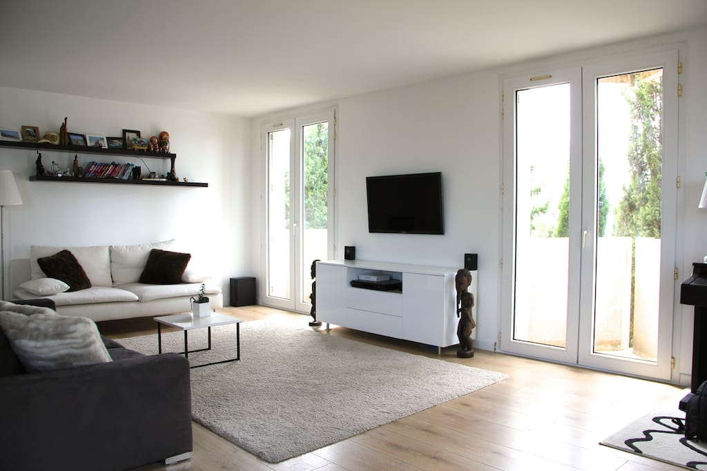 Grand séjour lumineux - Bright and spacious living room