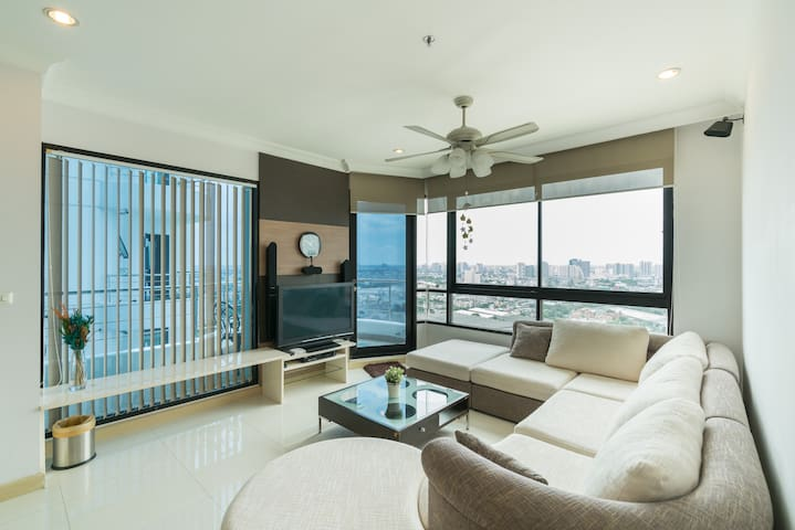 Amazing 2Brs Apartment by the River near Asiatique