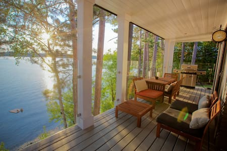 Beautiful Lodge on the lake - Foster - Dom