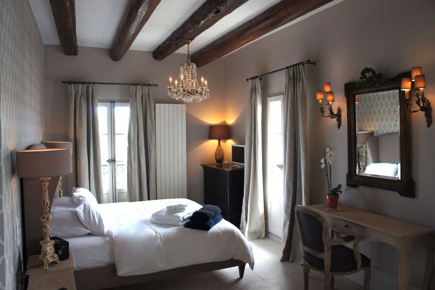 The Louis room overlooks the castle gardens and has views of the lagoon