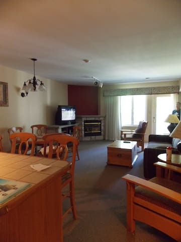 Carriage Hills Resort  2 Bdrm Condo