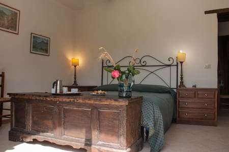 elegant dbleroom,terrace,pool - Collebaldo - Bed & Breakfast