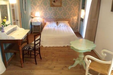 BB de charme et jardin en Bourgogne - Dornecy