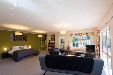 Lake Okareka, Lakehouse studio apartment