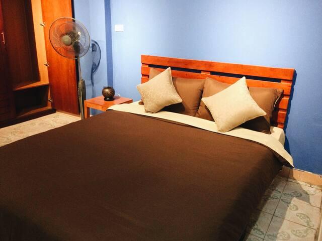 Kingsize bed 2 in the Studio