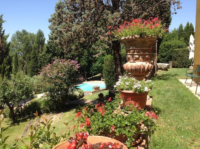 Giardino vista piscina