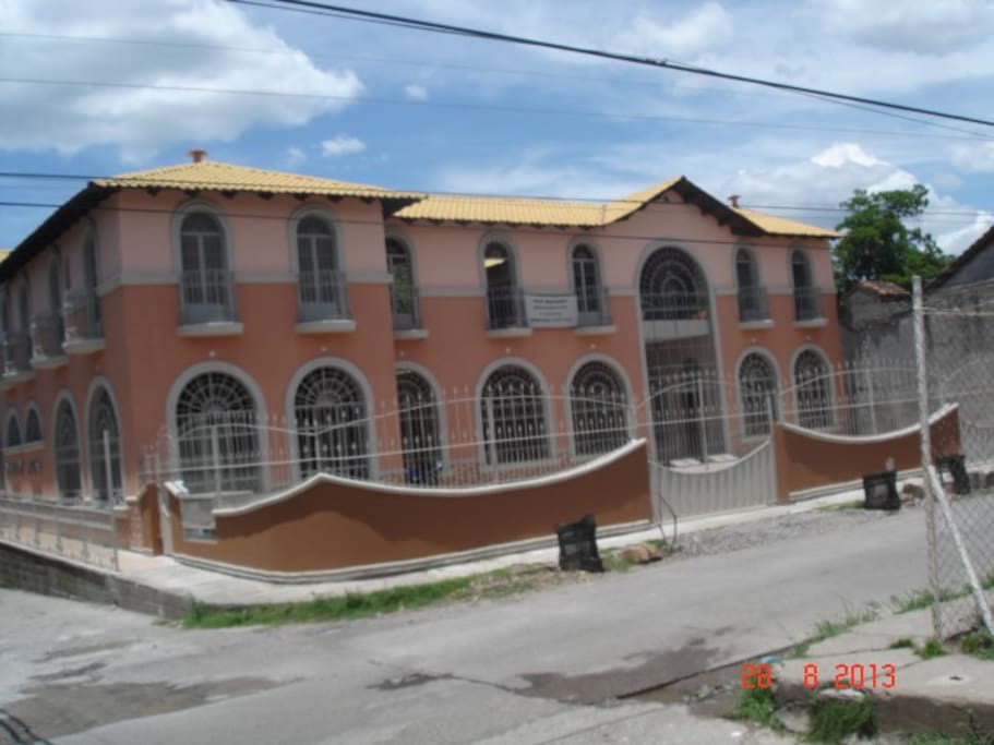 We are at a corner of two main streets in the historical center of Choluteca