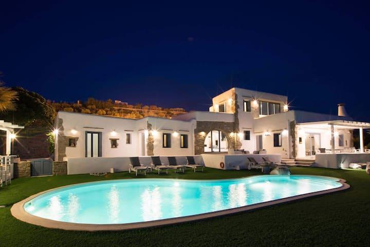 Villa Splendida Luxury Villa in Paros