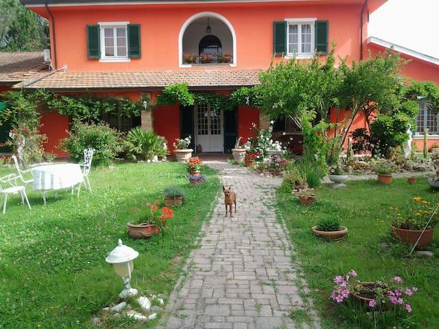 Suite in villa con giardino - Crocino Collesalvetti Li
