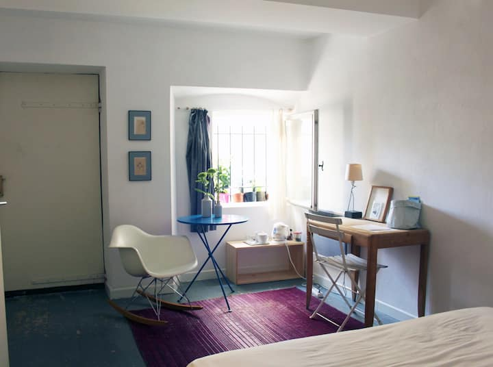 Lovely room 5 mins from Cannes with own entrance