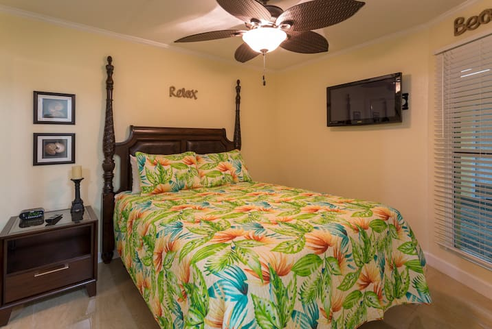 Queen bed with banana leaf fan