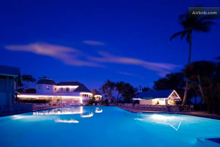 Gorgeous ocean-front Island Resort,