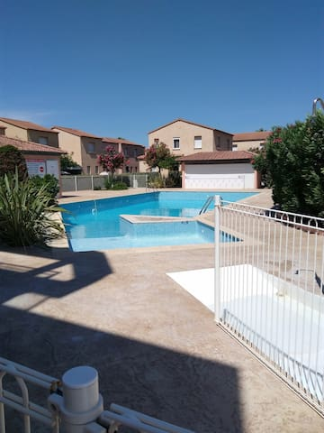 STUDIO, JARDIN PRIVATIF, PISCINE,  MER A 50 M