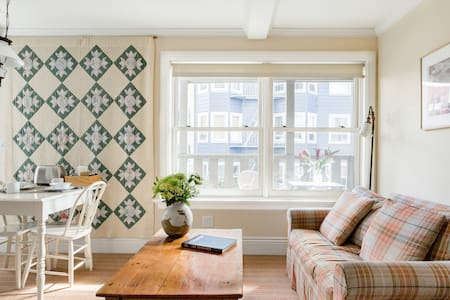 Charming Guest Room in 1907 Cottage on Russian Hill