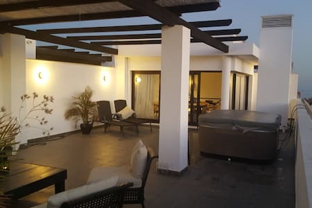 Penthouse with Jacuzzi and amazing views! - Estepona - Flat