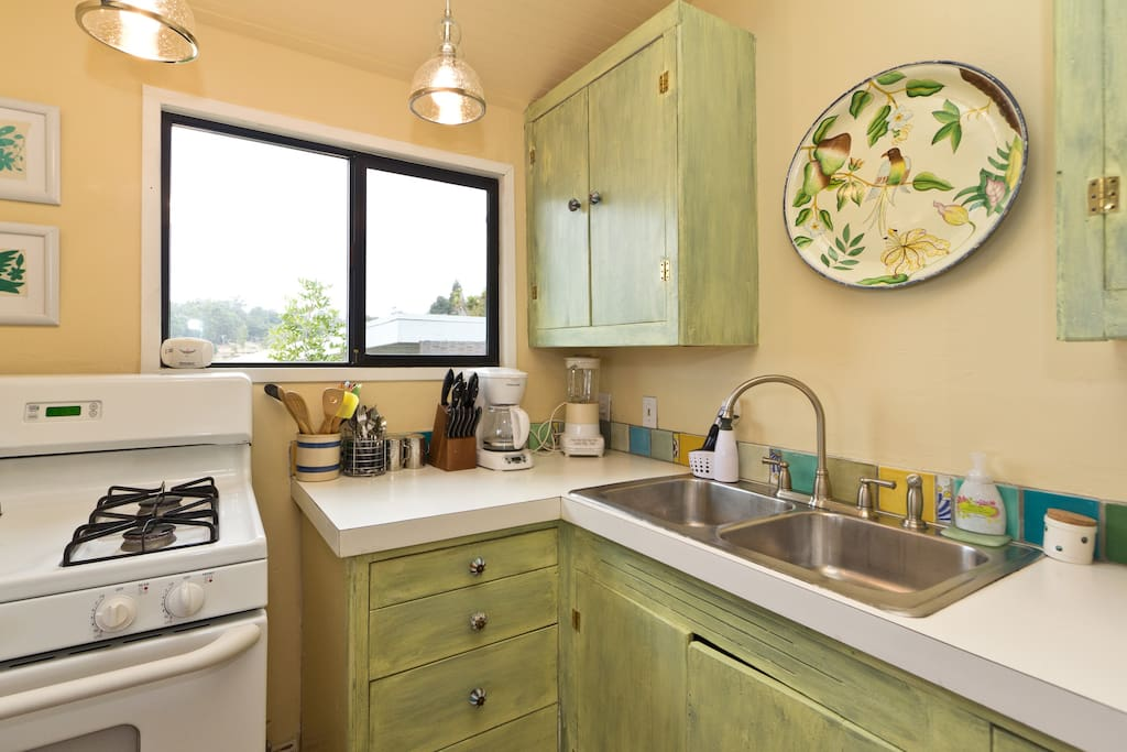Gas range, fully equipped kitchen with views