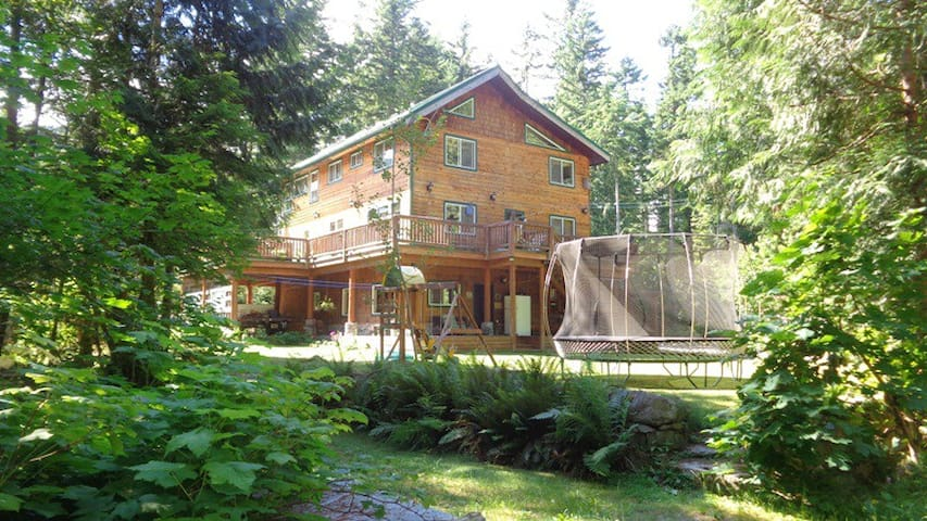 Spacious Suite in Paradise Valley, Squamish