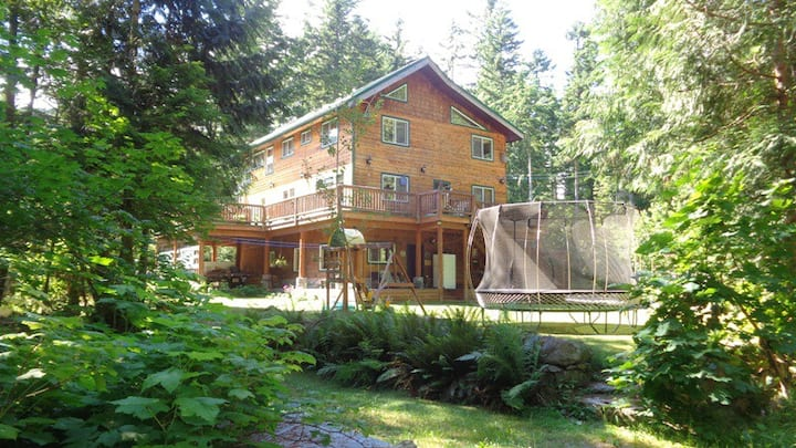 Spacious Suite in Paradise Valley, Squamish