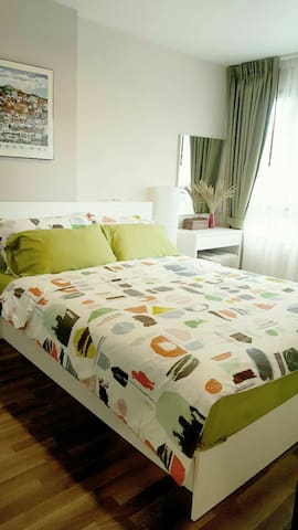 Cosy room , 12 min. from airport