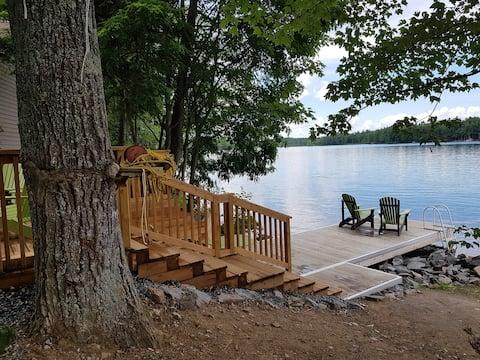 Casa rural davant del llac