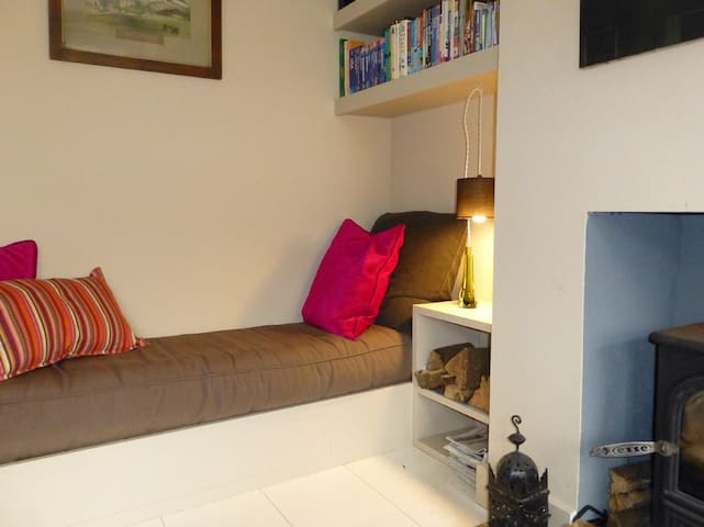 Cosy architect-designed 2 bedroom cottage in town - Axminster - Σπίτι