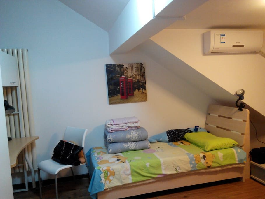 See what you will get? A good bed and a roomie speak chinese,english,spanish 室友90后,学西班牙语