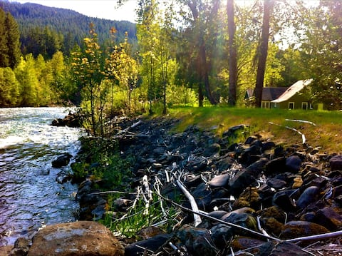 Secluded riverside lodge, near lakes