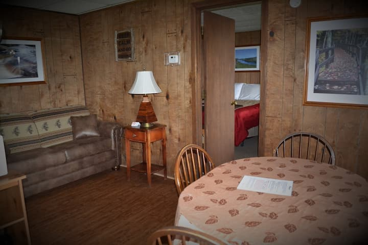 Gogebic Suite - AJ's Walleye Lodge
