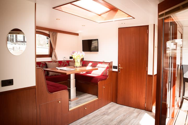 The ultimate suite at Prinsenboat.